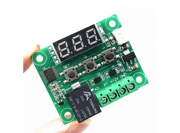 ماژول ترموستات دیجیتال XH-W1209 دارای نمایشگر و کلیدهای کنترلی